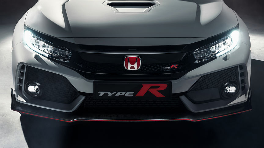 Close-up vooraanzicht Honda Civic Type R om luchtinlaten en bumper te tonen.