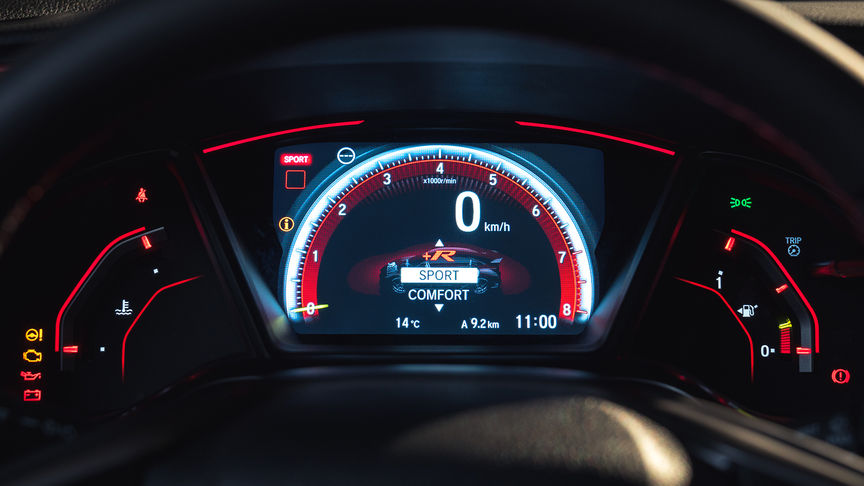Close-up meters in Sport-instelling Honda Civic Type R.