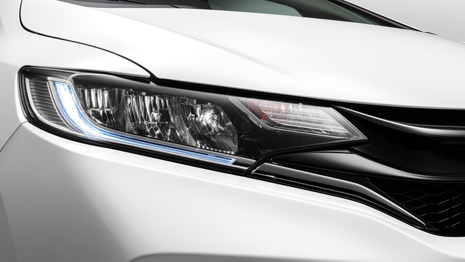 Close-up koplampen Honda Jazz Dynamic.