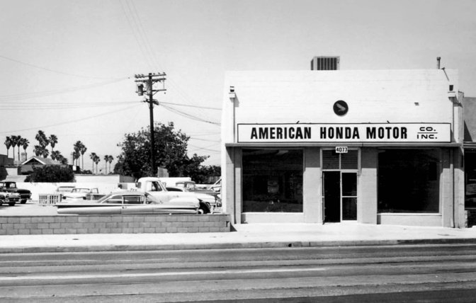 Een oude foto van The Honda Motor Co. in Los Angeles.