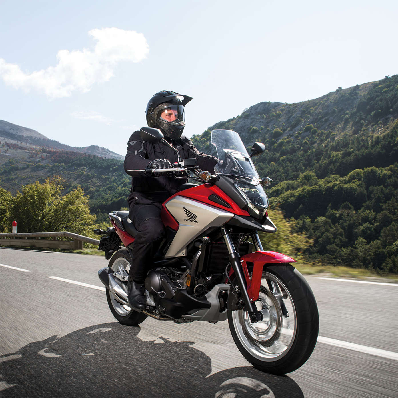 http://www.honda.nl/content/dam/central/motorcycles/adventure/nc750x/NC750X%202016/honda-bikes-2016-adventure-750x-001-1x1-mobile(1).jpg/jcr:content/renditions/fb.jpg