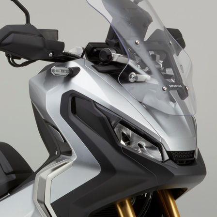 Close-up van koplampen Honda X-ADV.