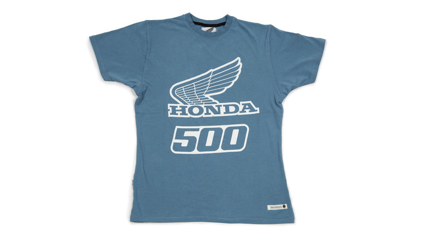 Blue T-shirt met '500' design.