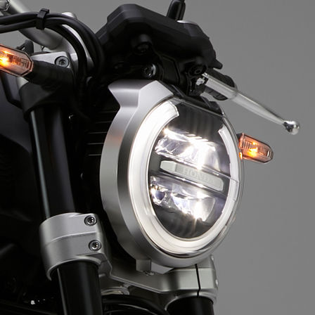 Close-up van Honda CB1000R Neo Sports Café koplamp.