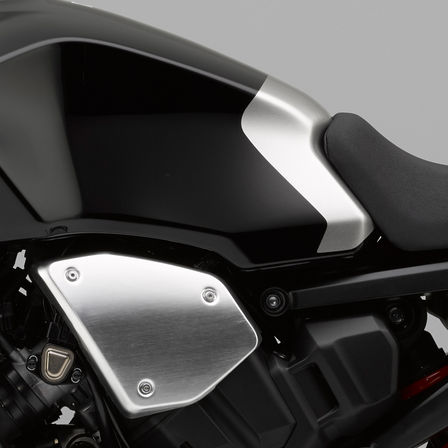 Close-up van Honda CB1000R Neo Sports Café tank.