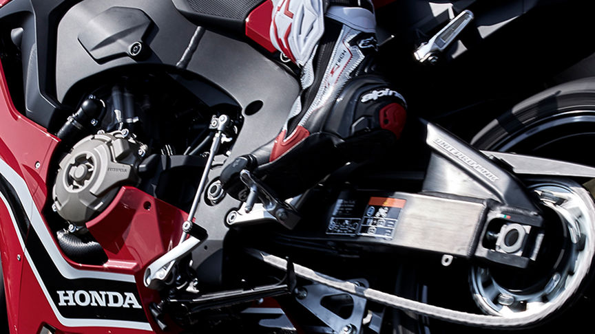 Close-up van (optionele) Quickshifter Honda CBR1000RR.