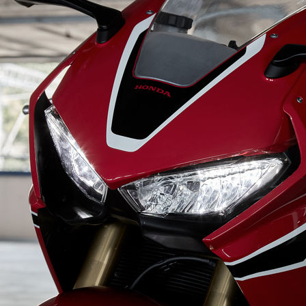 Close up van koplampen Honda CBR1000RR.